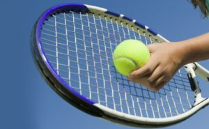 Gomito del tennista, può dipendere dalla racchetta