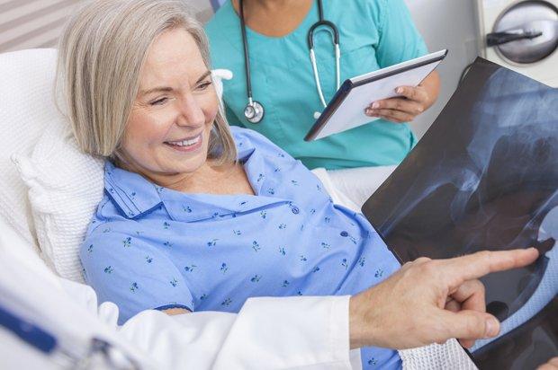 La chirurgia mini invasiva per l'intervento di protesi d'anca: la soluzione per un rapido recupero