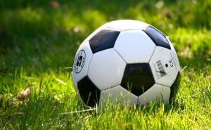 Calcio, calcetto e infortuni, il terreno di gioco è determinante?